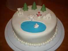Polar bear cake - A cake I made for Christmas. the polar bears and trees are gumpaste, snow is fondant, snowman is gumpaste with chocolate jimmies for his arms. Very simple but fun to make :) Christmas Cake Decorations, Holiday Cakes, Christmas Cakes, Cake Designs For Girl, Chocolate Cake Designs, Second Birthday Cakes, Bee Cakes, New Year's Cake, Cake Supplies
