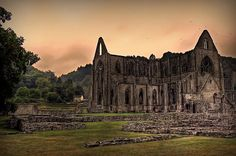 Tintern Abbey, Monmouthshire, Wales UK. The abbey and its surroundings formed the inspiration for the Romantic writer William Wordsworth's 1798 poem 'Lines written a few miles above Tintern Abbey'