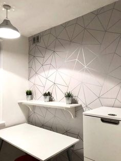 68 super Ideas for silver wallpaper living room grey paint colors Grey Marble Wallpaper, Hallway Wallpaper, Metallic Wallpaper, Wallpaper Decor, Home Wallpaper, Grey Kitchen Wallpaper, Grey Wallpaper Living Room, Geometric Wallpaper, Livingroom Wallpaper Ideas