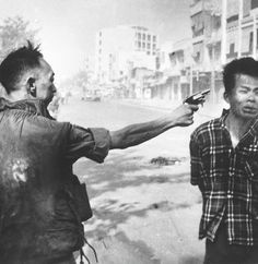 A South Vietnamese police chief executes a suspected Viet Cong