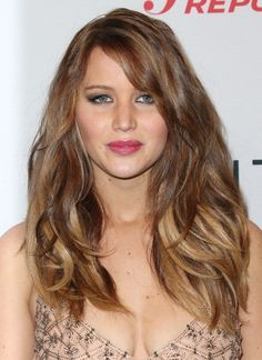 Jennifer Lawrence Long Wavy Cut - Now this is what we call volume! Jennifer Lawrence showcased a wild mane of waves at The Hollywood Reporter Nominees' Night Jennifer Love Hewitt, Jennifer Lawrence Pics, Tousled Hair, Long Layered Haircuts, Layered Hairstyles, Long Hair With Bangs, Hairstyles With Bangs, Hairstyle Pics, Medium Hairstyles