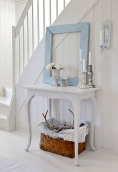 Coastal Style: Breaking The Rules - Decorating Tips on a Budget This is so perfect !
