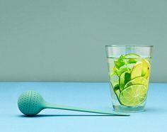 Čajové sítko Tea Egg od Normann Copenhagen, zelené | DesignVille