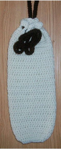 Handmade crocheted plastic bag holder by LeesHomeTownCrochet, $12.00 It remain me of my grandma Bailey had same this kind when I were a little. :)