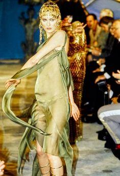 Gothic Fashion, Art Deco Fashion, Victorian Fashion, Fashion Show, Girl Fashion, Vintage Fashion 1950s, Vintage Dior, Vintage Hats, Costumes Couture
