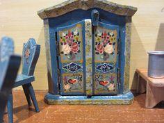 Dora Kuhn Puppenstube, Puppenhaus mit Möbel Bauernmalerei in Antiquitäten & Kunst, Antikspielzeug, Puppen & Zubehör   eBay