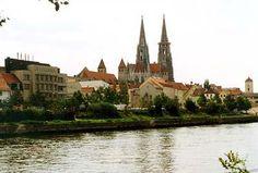 Dom über Donau gesehen