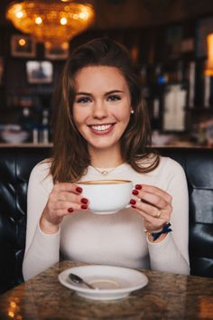 short brunette girl | cafe | coffee | white long sleeves | date | neutral makeup | casual wear