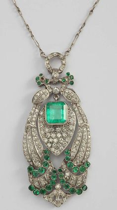 Pendant in the shape of two peacocks with emeralds and diamonds in platinum