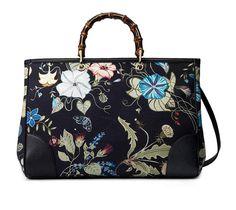 È molto apprezzata dalle amanti dello stile vintage la borsa Bamboo Floral...