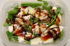 Wyrazista sałatka w sam raz na orzeźwiające śniadanie do pracy. Lentil Curry, Arugula, Fruits And Veggies, Lentils, Potato Salad, Salads, Lunch Box, Low Carb, Eggs