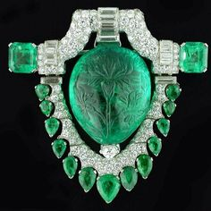 #OscarHeyman estate #emerald, #diamond and #platinum #brooch commissioned in 1929 by Marcus & Co. for Marjorie Merriweather Post. The iconic piece is on view at the Museum of Fine Arts Boston. #Mfa #marcusandco #merriweather #merriweatherpost #vintage #estate #instagem #bijoux #madeinamerica