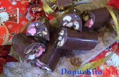 <strong>Bahan bahan Torrone Cranberry Marshmallow</strong>Torrone:500 g milk chocolate75 g cacao butter atau minyak kelapa180 g kacang mete, panggang, cincang80 g cranberry keringmarshmallow putih, potong-potongmarshmallow pink, potong-potong