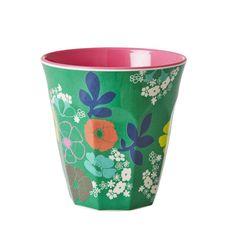 Kleurrijke beker van melamine. Dit matriaal kan tegen een stootje. Daarom is melamine uitermate geschikt voor kinderen.  materiaal: melam...