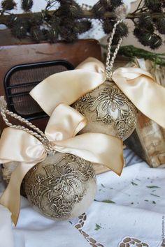Haz click en la imagen para encontrar ideas para llenar de adornos de bolas de Navidad tu árbol. Estas bolas de Navidad nos han fascinado. ¡Son muy originales! Para más pins como éste visita nuestro board. Espera! > No te olvides de pinearlo si te gusta! #bolasdenavidad #navidad #bolas #decoraciondenavidad