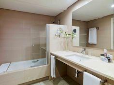 Baño de la Habitación Doble #h10esteponapalace #estepona palace #estepona #h10hotels #h10 #hotel10