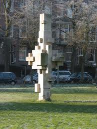 verticale compositie  ordening van vormen boven elkaar. het maakt een rustige indruk
