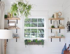 Easy Home Decor Capsules: Cottage Farmhouse! Cottage Farmhouse, Farmhouse Decor, Farmhouse Renovation, Cottage Style, Farmhouse Style, Corner Sheds, Green House Design, She Sheds, Built In Storage