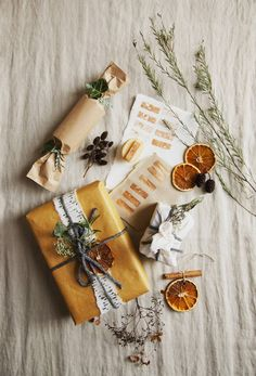 Simple ways to make Christmas more sustainable Wrapping Gift, Christmas Gift Wrapping, Christmas Presents, Merry Christmas, Christmas Time, Christmas Crafts, Christmas Decorations, Christmas Garden, Star Decorations
