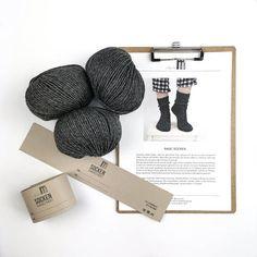 Socken über Socken {Modelle und Garne}   Maschenfein :: Strickblog Garne, Place Cards, Place Card Holders, How To Knit Socks, Awesome Christmas Gifts, Knitting Socks, Projects