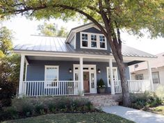 The Hgtv Series Fixer Upper Pairs Renovation Design And Real Estate Pros Chip And Joanna Craftsman Exteriorbungalow