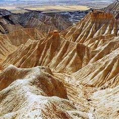 #ヨーロッパ 最大の砂漠 #スペイン #国立自然公園 -バルデナス。 こういった場所は終日いることで光と影が作り出す姿が時間ごとに変わっていくのが分かるので写真好きにはたまらないかも。 #desert #parquenatural #reservadelabiosfera #slowlife #fotografia #photography #navarra #tudela