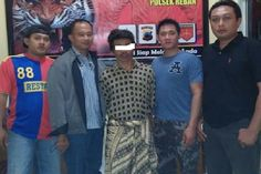 Tribratanews.com – Kepolisian Sektor Reban Resor Batang menangkap SU (46) pelaku pencurian yang selama ini beraksi di wilayah Batang. Tersangka ditangkap di rumahnya di Lumajang, Wonosobo, Jawa Tengah.