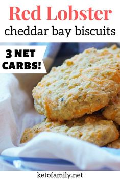 Keto Cheddar Bay Biscuits – Red Lobster biscuits copycat These keto cheddar bay biscuits taste so much like Red Lobster biscuits! Try this copycat recipe for savory, cheesy, and EASY keto dinner rolls. Lowest Carb Bread Recipe, Low Carb Bread, Keto Bread, Low Carb Keto, Low Carb Recipes, Fast Recipes, Ketogenic Recipes, Paleo Recipes, Red Lobster Biscuits