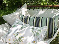 Metterci una pietra in modo uniforme | La vita a casa - IKEA Ikea Inspiration, Rustic Charm, Textiles, Ideas Para, Hammock, Patio, Ikea Hacks, Pillows, Hygge