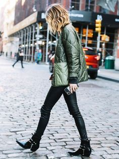 8 Items You Must Own If You Wear Black Skinny Jeans | Who What Wear How To Wear Ankle Boots, Black Ankle Boots, Fashion Models, Fashion Outfits, Trendy Outfits, Blazer Fashion, Girly Outfits, Black Outfits, Work Outfits