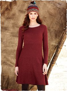 Our toss-on-and-go sweater-dress is chic paired with tights and a great pair of boots. Light as a feather, it fits through the bodice, with a waist seam and flared skirt. Baby alpaca (60%), nylon (35%) and merino wool (5%).