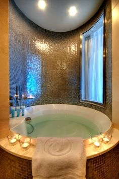 My dream bath tub.I really love this and want to have it in my Dream Home. Jacuzzi, Dream Bathrooms, Beautiful Bathrooms, Fancy Bathrooms, Romantic Bathrooms, Home Luxury, Executive Room, Design Living Room, My Pool