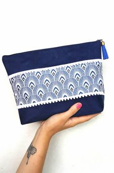 Navy suede and blue jacquard fabric. Pouch, storage, make-up kit, storage Craft Bags, Patchwork Bags, Couture Tops, Jacquard Fabric, Fabric Bags, Small Bags, Handbag Accessories, Purses And Bags, Bleu Marine