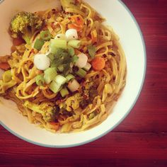 { Lemon Curry Noodles with Broccoli, Carrots & Leeks } | Love & Light Kitchen #Vegetarian #Vegan #Curry #Noodles #Broccoli #Carrots #Leeks #CurryNoodles #CoconutMilk