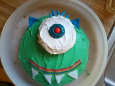 Monster birthday cake!  Great for any toddler's birthday party!  A box of white cake mix makes both the small round cake for the eye, and the large round cake for his head!  Mold Airheads candies to make his eyelashes, teeth, and ears, smile (Airheads Extreme)and pupil (Airheads bite)!  Super easy to work with and very bright and colorfully fun!  Tasted great and was really quick and easy to make!  Thanks Airheads for your free sample and for this delicious cake! #AirheadsCrafts
