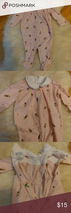 Ralph Lauren preppy bear footy jumper Ralph Lauren preppy bears footed romper 100% cotton Sweet neckline with white trim 2 buttons at back of neck and snaps all the rest of the way down for easy on/off and diaper changes BNWOT. Washed but never worn. We sadly missed this one 💐Offers encouraged and bundle for best price Ralph Lauren One Pieces Footies