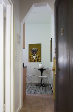 Small But Stylish: A 250 Square Foot NYC Bachelor Pad, Design Sponge, Photo credit: Vicente Munoz