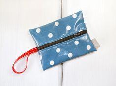 Feuchttüchertasche Blau mit weißen Punkten von Gisa's auf DaWanda.com