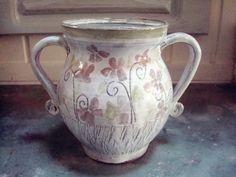 DG Do peřin! Džbánek .. džbánek či váza na něžná kvítka........ .. z kolekce DG Do peřin K pruhovaným peřinkám z kanafasu :-))) Paleno dvouzarem,glazované,malované,modelované,gravírované.. Milá k Vašim dlaním...a stvořen s láskou.. obsah cca 800 ml .... dostanete sbírkový certifikát. tenhle je po tetičce z Illinois...asi..možná..měla opravdu velkou kredenc a v ...