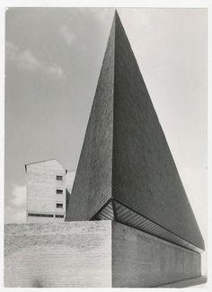 Iglesia y Centro parroquial Ntra. Sra. de los Ángeles, Vitoria, 1960. Arquitectos: JavierCarvajal Ferrer y José María García de Paredes. Fotógrafo:Alberto Schommer