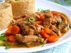 Opláchnuté vepřové maso nakrájíme na kousky. Mrkev očistíme, opereme ve studené vodě a nakrájíme na kostičky nebo nastrouháme na větším... Tandoori Masala, Pot Roast, Food And Drink, Beef, Homemade, Ethnic Recipes, Diet, Bakken, Carne Asada