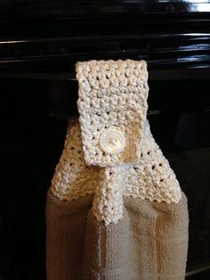 Ravelry: Towel Topper pattern by Teresa Richardson Bird Quilt Blocks, Hand Towels, Crochet Projects, Ravelry, Crochet Hats, Quilts, Pattern, Towel Holders, Kitchen