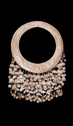 China - Guizhou, Taijiang | Necklace from the Miao; silver alloy, or silver toned metal. // ©Quai Branly Museum. 71.1999.1.9