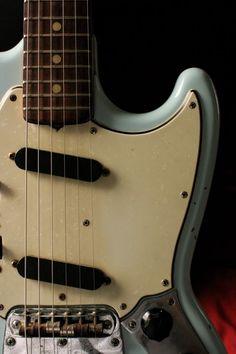 Guitar Rig, Music Guitar, Cool Guitar, Acoustic Guitar, Fender Mustang Guitar, Fender Guitars, Types Of Guitar, Music Machine, Beautiful Guitars