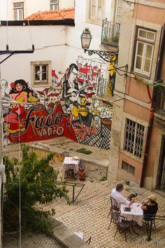 LISBONA Arte de rua e restaurantes da Mouraria.... bem pertinho da casas dos meus saudosos avós. Tantas vezes passei por aqui, que saudades