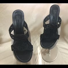 These Brighton Shoes Are A Beauty Sz  7.5 These shoes look like they have never been worn.  They fit a 7 to 7.5. Check out the pics Brighton Shoes Sandals