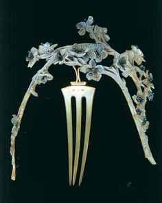 Hair comb by Rene Lalique | Bone, gold & diamonds