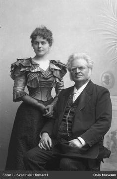Very intriguing bodice, Victorian fashion. Father and daughter, 1897