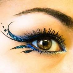 make up guide Sparkly blue winged eyeliner. make up glitter;make up brushes guide;make up samples; Fairy Costume Makeup, Halloween Makeup, Fairy Eye Makeup, Diy Halloween, Costume Halloween, Clown Makeup, Devil Makeup, Witch Makeup, Halloween Tutorial
