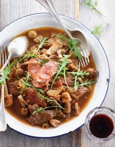 Jachtschotel met rundsvlees en champignons- google translate will be needed for this Dutch Hunters Stew